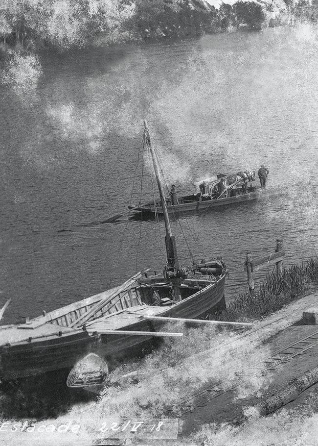 Le bac «passe-cheval» effectuant la traversée Mauzac-Calès, mai 1918