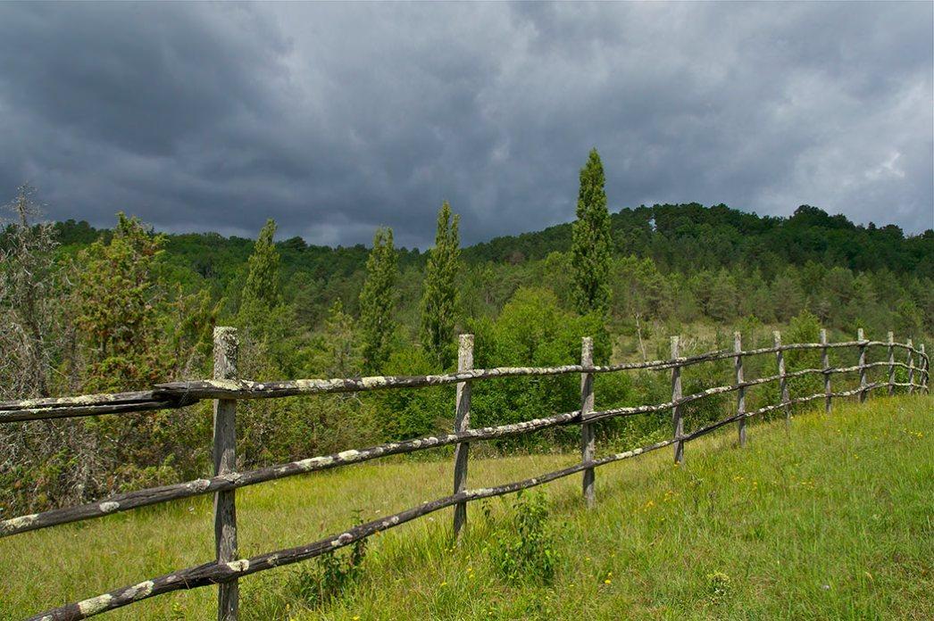 Un paysage situé entre Rouffignac et Saint-Cernin de Reilhac, Dordogne, un jour d'orage