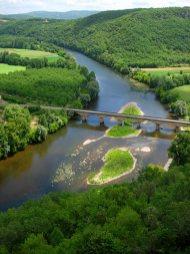 La rivière Dordogne près de Castelnaud-la-Chapelle un peu au sud de Vézac