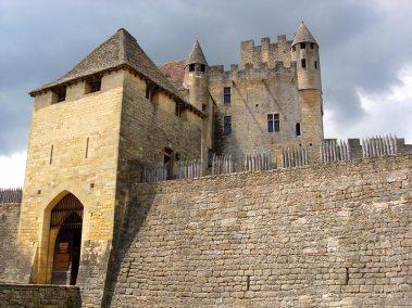 chateau-feodal-beynac-entree