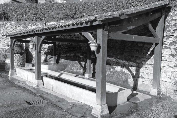 Le lavoir communal de Couze-et-Saint-Front…
