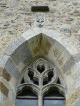 Baie gothique de l'église Notre-Dame-de-la-Nativité, Bussière-Badil, Dordogne