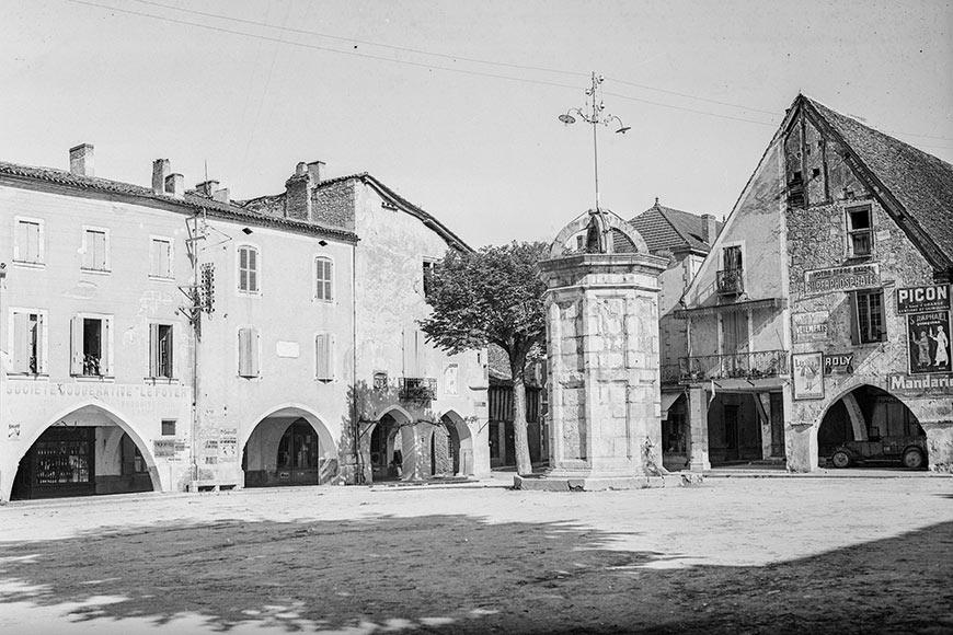 Les arcades de la bastide d'Eymet en 1937, une des photos de la Galerie Bondier-Lecat