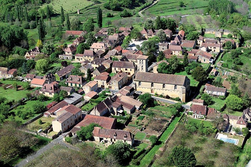 Vue aérienne de la bastide de Molières en Dordogne-Perigord