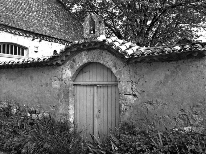 Le porche d'entrée d'une propriété à Monsac (Dordogne)