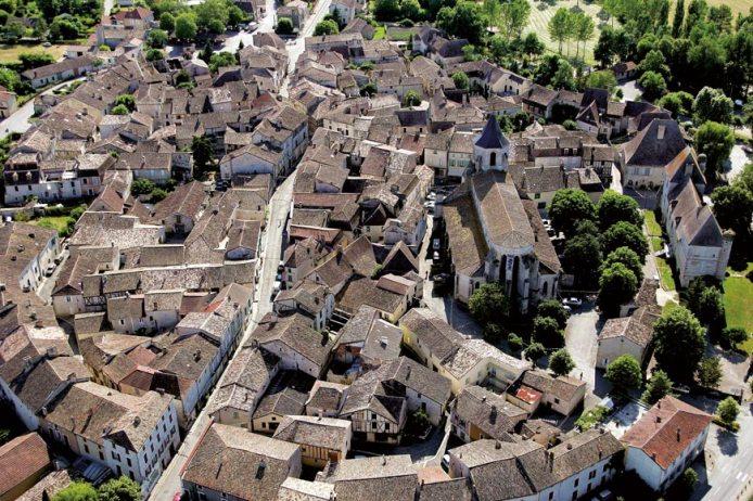 Vue aérienne de la cité médiévale d'Issigeac en Périgord, © Emmanuel Marc Dubois