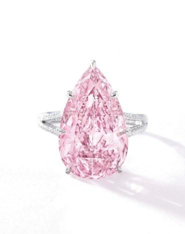 """Bague Diamant """"Fancy Vivid Pink"""", diamants, platine. Crédit Sotheby's"""