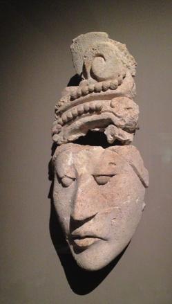 Visage avec coiffe 600-900 apr.J.C. Double Tiare de perles en Jade, symbole d'autorité