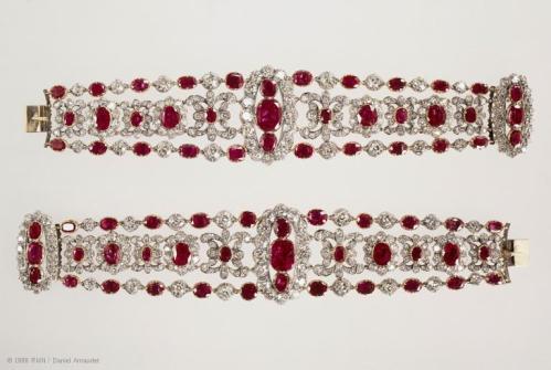 Paire de Bracelets de la Duchesse d'Angoulême Diamants et Rubis Crédit Musée du louvre