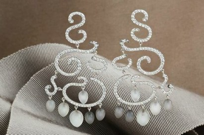 Boucles d'Oreilles Or, Diamants et Pierres de Lune.