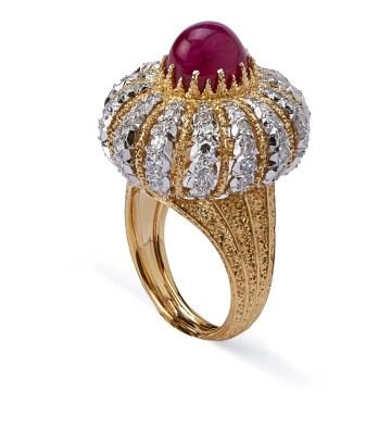 "Gianmaria Buccellati. Bague ""Turban"". Rubis cabochon, Diamants, Or de différentes couleurs. 1974"
