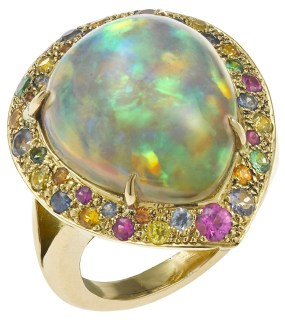 "Christine Escher ""Pacific"" Bague Opale, Rubis, Saphirs de Couleurs, Tsavorites, Or. ©MCM"