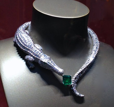 "Collier""Crocodile Orinico"" Or Gris, Emeraude de Colombie carré 9,04cts, yeux émeraudes, obsidiennes, Diamants calibrés et taille brillants. CARTIER"