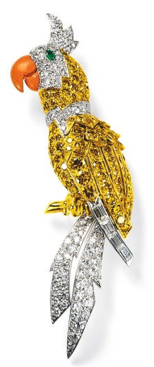 Broche perroquet Diamants, Diamants Jaunes, Corail, Émeraudes, Or, Platine Cartier 1969