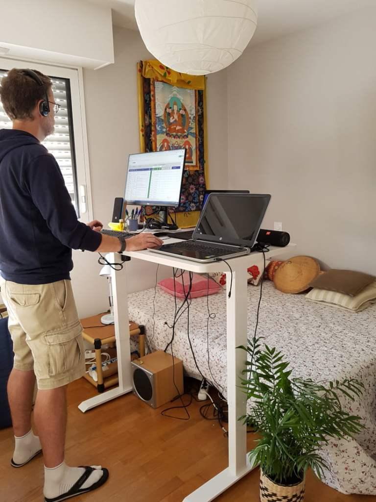 Bureau assis/debout Flexispot pour ne plus avoir mal au dos en travaillant