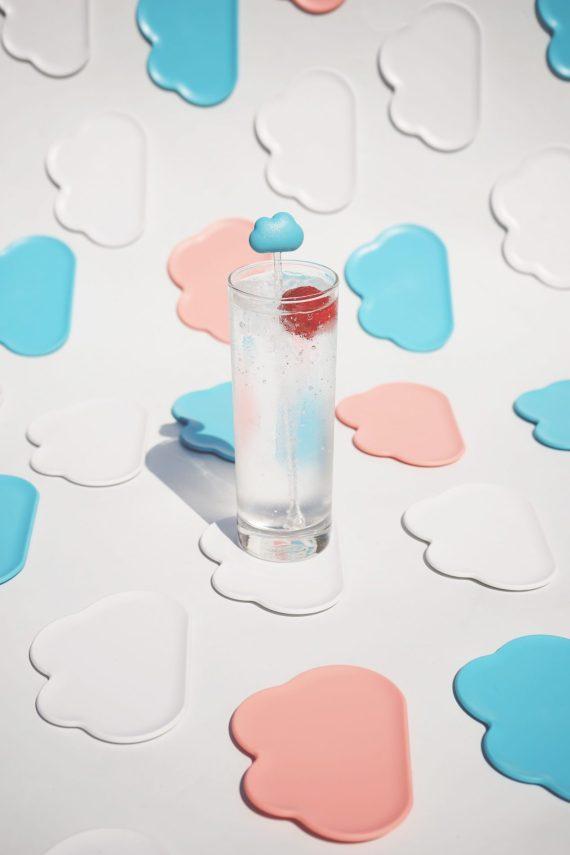 bases para copos em forma de nuvens rosa e azul