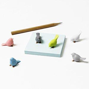 imanes passarinhos pardais coloridos e bloco com lápis