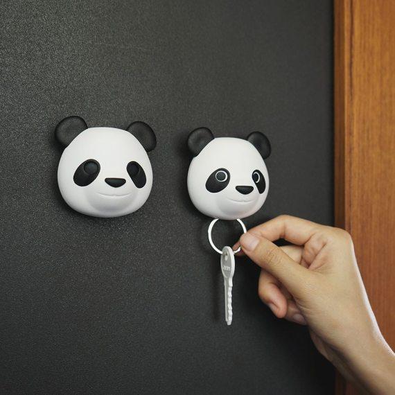 porta chaves em forma de panda na parede