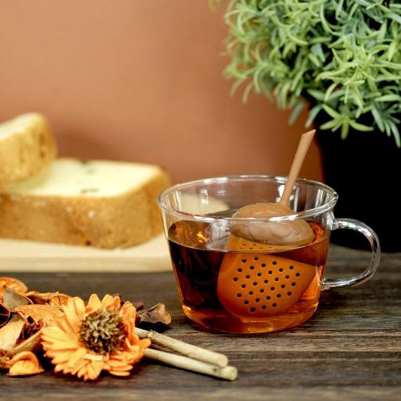 caneca de chá e infusor ervas bolota