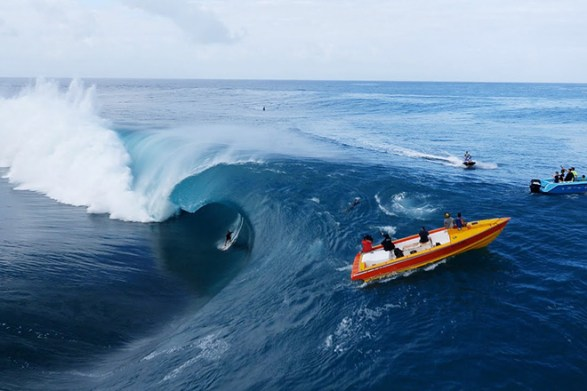 Teahupoo-Du-Ciel-Drone-Surf-Video