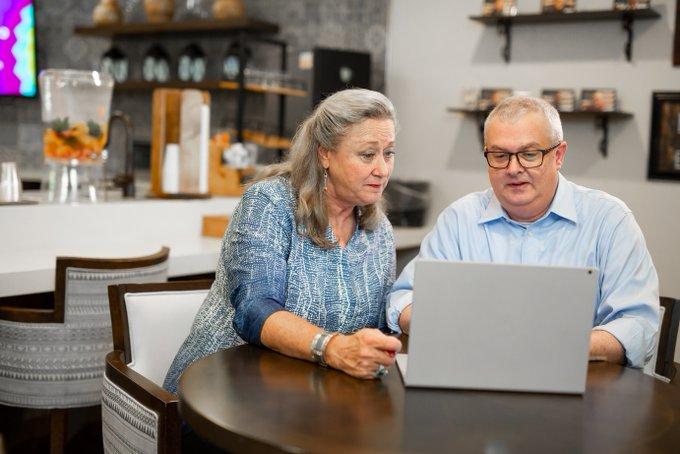 Devolución Automática de IVA a Adultos Mayores en Compras con Comprobantes Electrónicos
