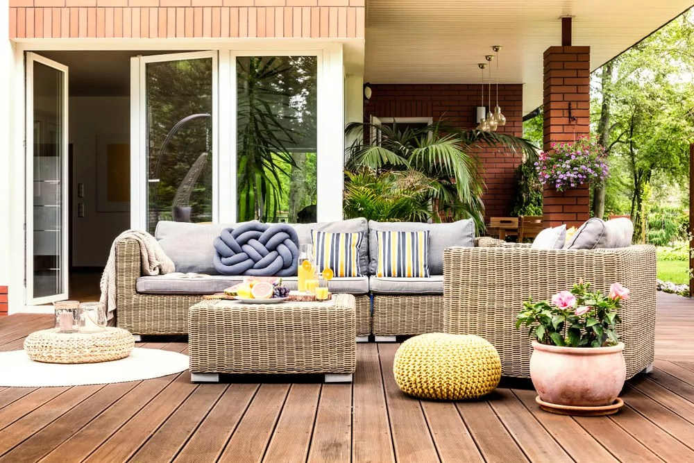 Your DIY Guide to a Backyard Makeover on a Budget via @extraspace