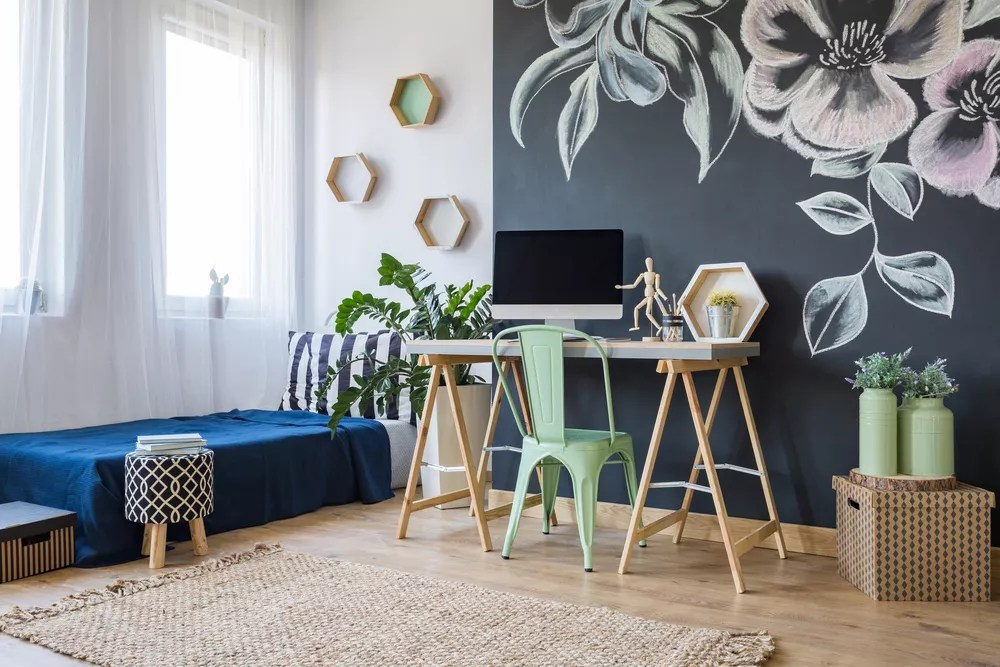 13 Tips for Successfully Working from a Studio Apartment via @extraspace