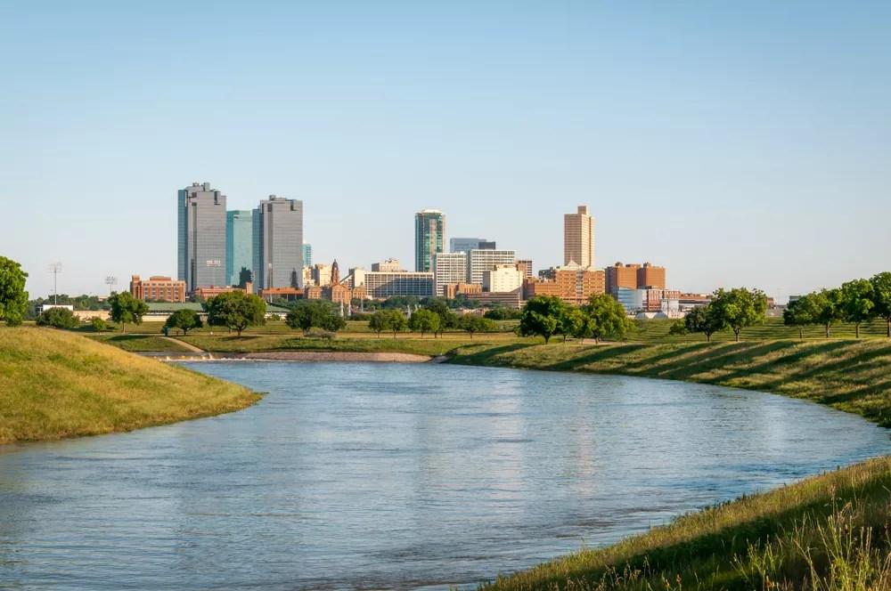 Best Neighborhoods in Fort Worth for Families via @extraspace