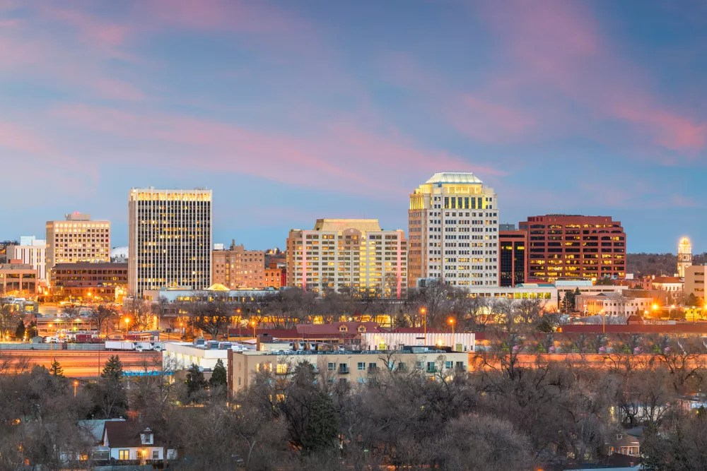 Best Neighborhoods in Colorado Springs for Singles & Young Professionals via @extraspace