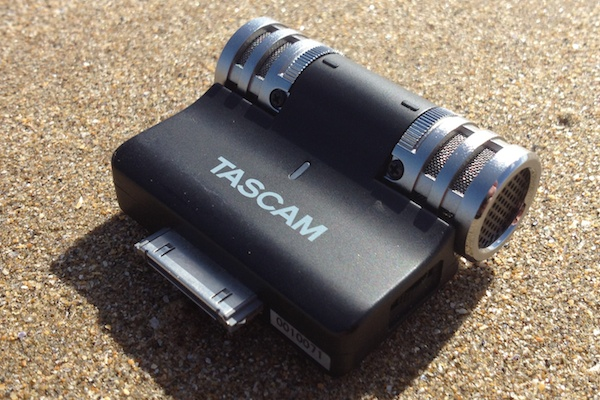 Tascam iM2 on the beach Tascam iM2 Stereo Microphone for iOS Review