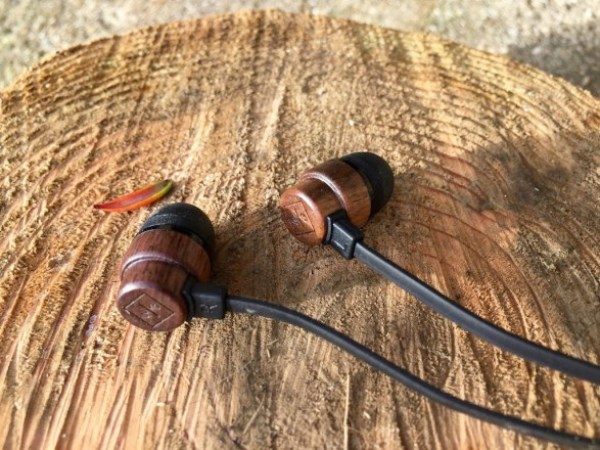 Woodbuds Solo 587x440 WoodBuds HeadPhones, eco friendly and pocket friendly wood earphones