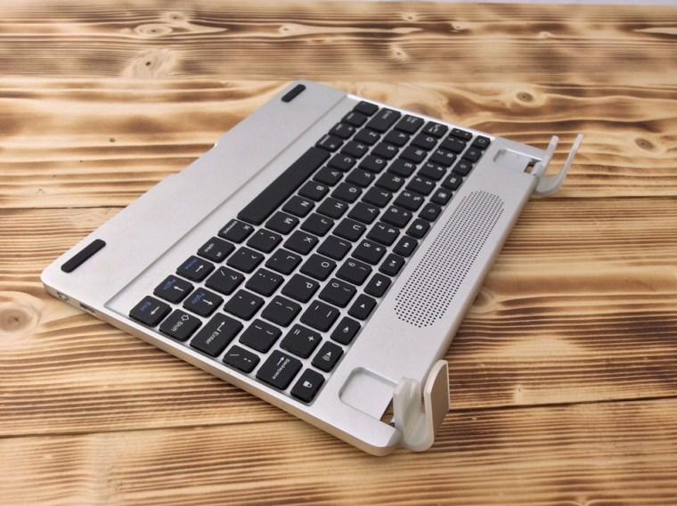 Brydge Plus iPad Keyboard Hinges 1 Brydge+ with Speakers iPad keyboard Review