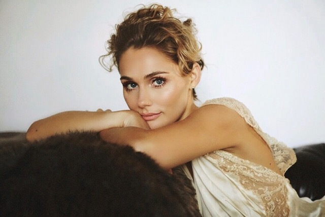 CLARE BOWEN HEADLINES FIRST UK TOUR AND RELEASES MUCH ANTICIPATED DEBUT RECORD