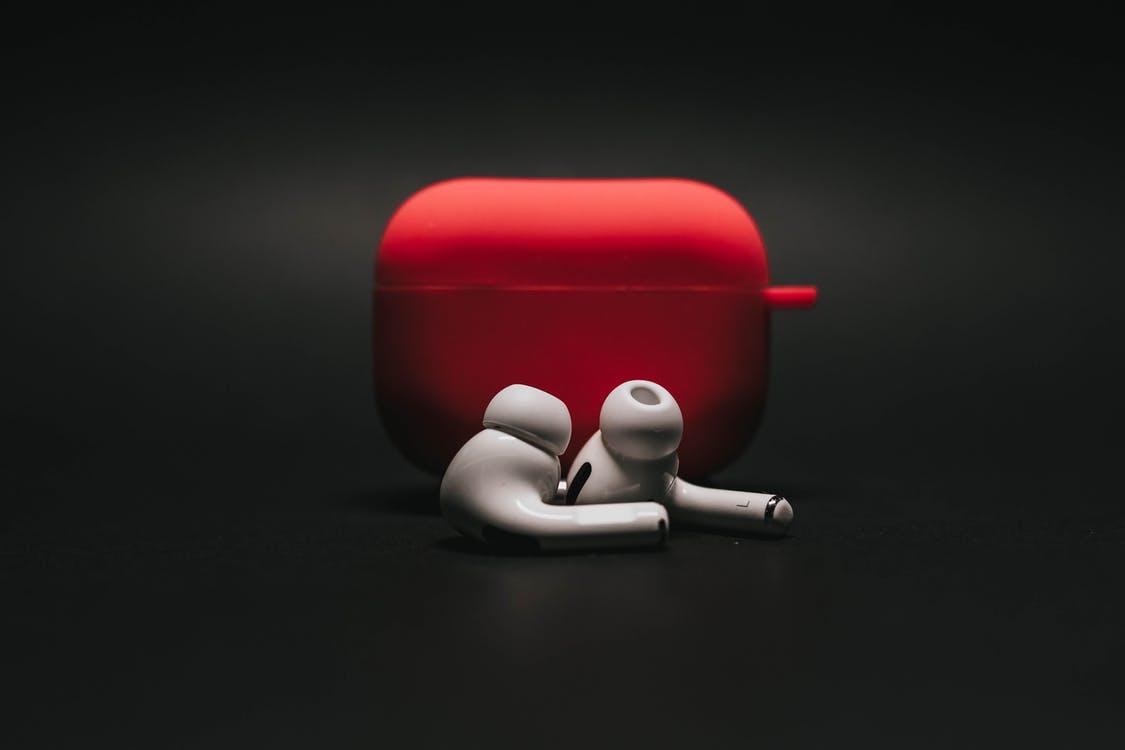 https://www.pexels.com/photo/white-earphones-on-black-surface-3780681/