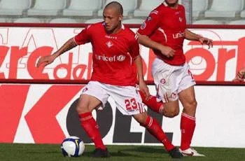 Radja Nainggolan playing for Piacenza Calcio.