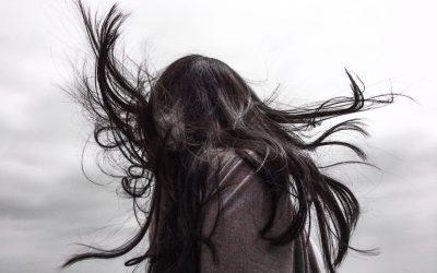 Astuces naturelles contre les cheveux gras