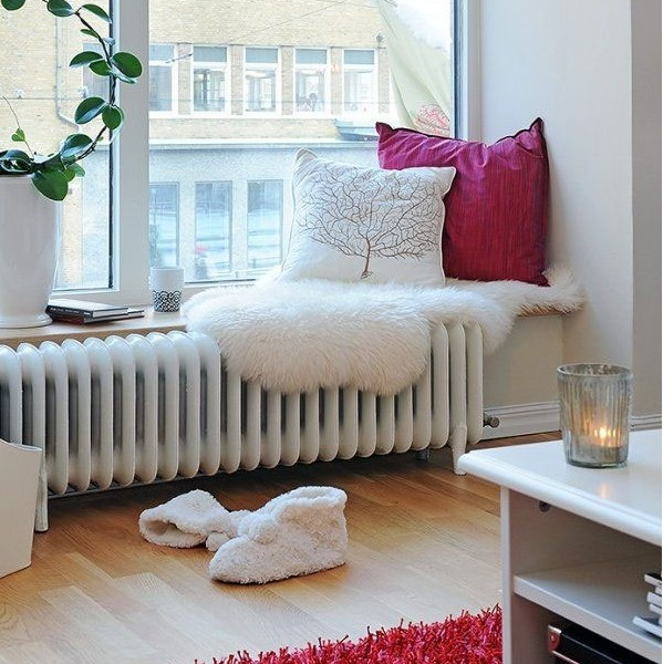Fabulous-Long-White-Seater-On-Window-Side-with-Big-White-and-Red-Pillow-599x600