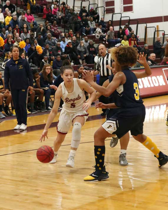 Bloomfield HS girls basketball team holds T-Shirt sale to pay for championship rings