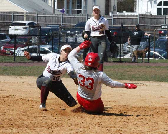 Bloomfield HS softball team tops Irvington behind Mia Lopez and Megan Carter