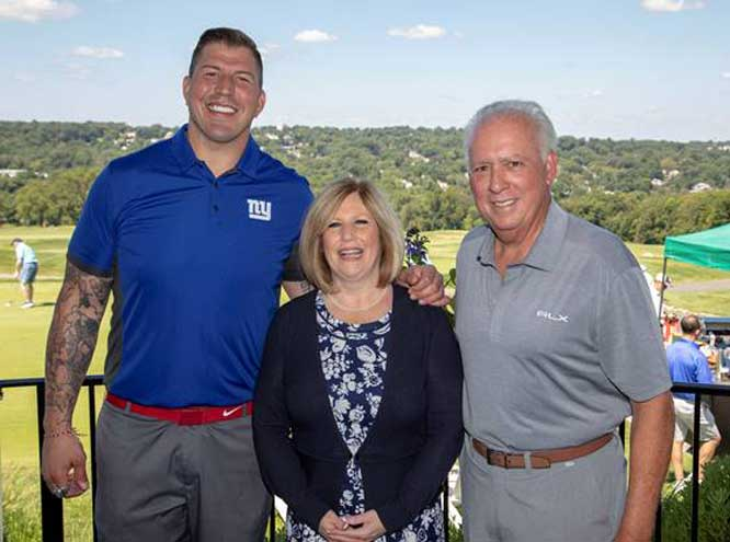 Super Bowl champion hosts Clara Maass golf tournament