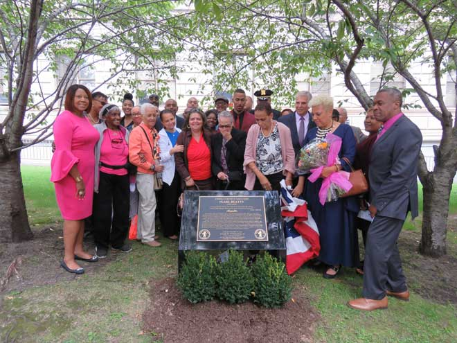 County dedicates memorial plaques along Legends Way