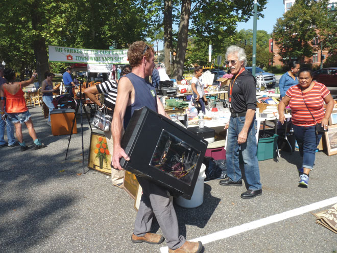 Townwide Yard Sale draws big crowds and blue skies