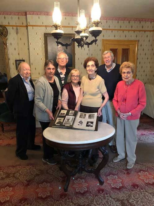 Committee for servicepersons donates photo album to Durand-Hedden