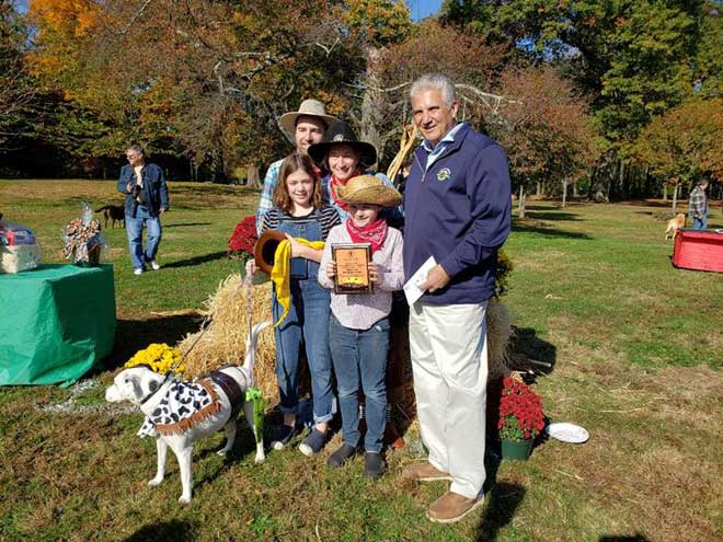 Weiss family conquers the Wild West at canine costume contest