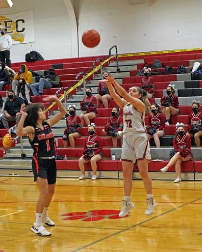 Cougars beat Bengals in girls hoops game