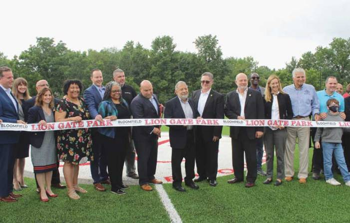 Bloomfield cuts the ribbon on Lion Gate Park