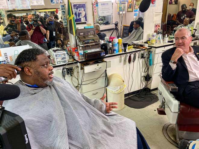 Murphy visits Irvington to encourage vaccine confidence