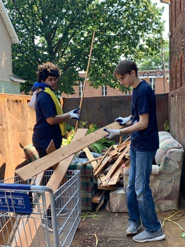 Teens volunteer at Bloomfield church as part of new archdiocese service program