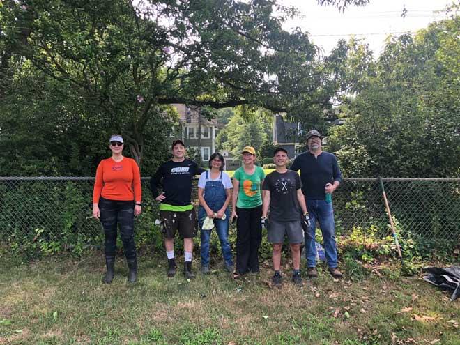 Parkview neighbors help keep Memorial Park beautiful