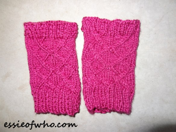 knitted-fingerless-gloves-1